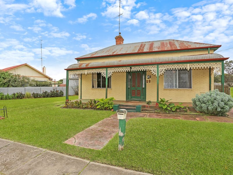 35 Mount Napier Road, Hamilton, Vic 3300