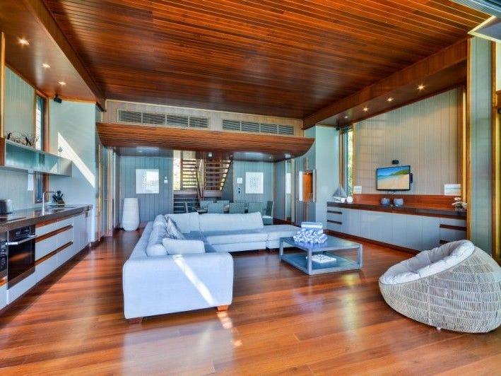 yacht club villa 20 front street hamilton island qld. Black Bedroom Furniture Sets. Home Design Ideas