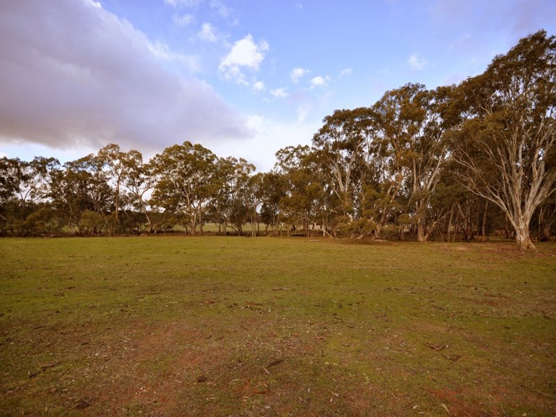 CA 1 Wolfs Lane, Avoca, Vic 3467