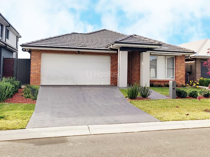 6 Law Crescent, Oran Park, NSW 2570