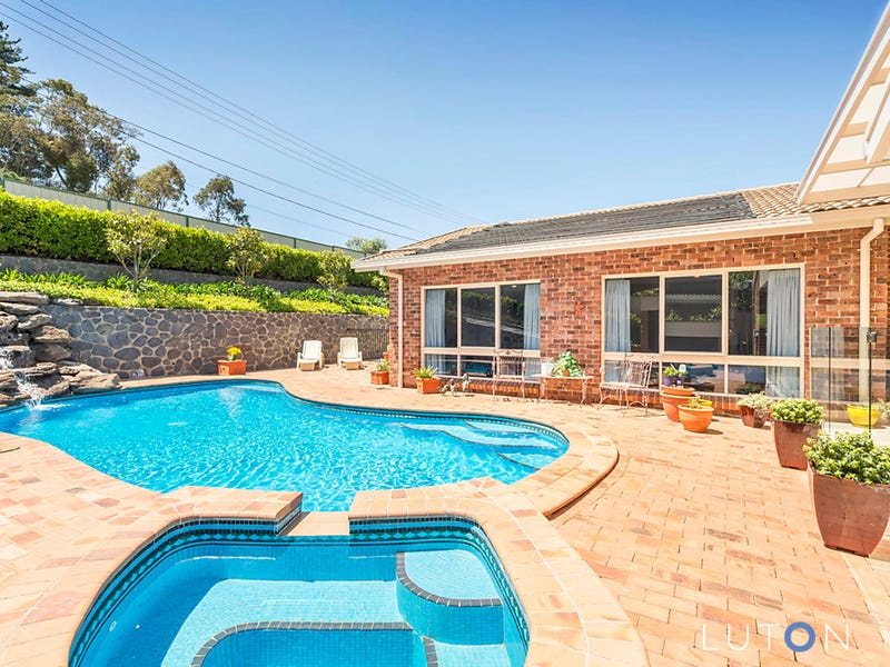 33 Whitty Crescent, Isaacs, ACT 2607