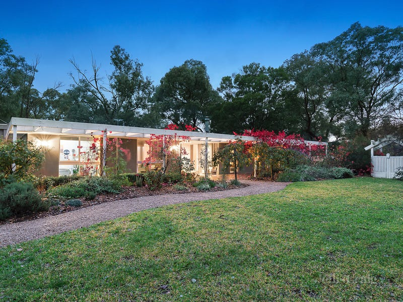 22 Thompson Crescent, Research, Vic 3095