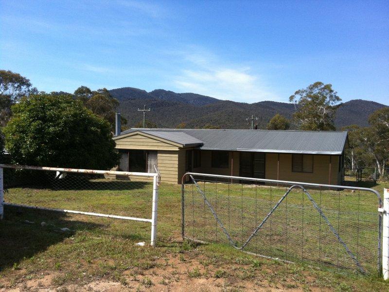 390 Peak View Road, Numeralla, NSW 2630