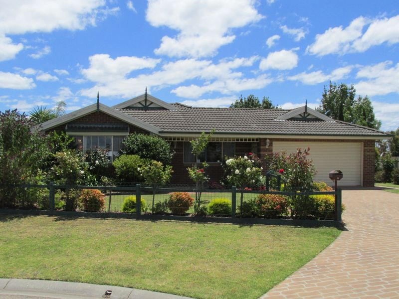 25 Charlton Place, Eastwood, Vic 3875