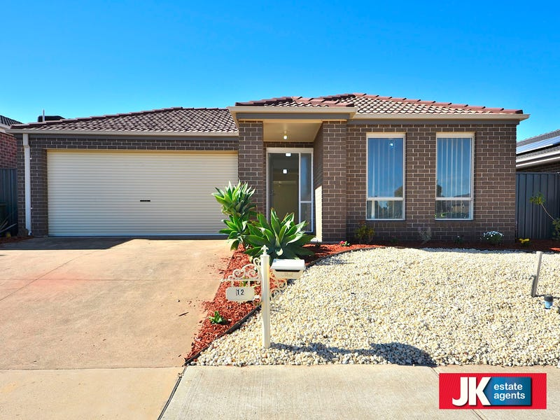 12 Clearwater Rise Parade, Truganina, Vic 3029