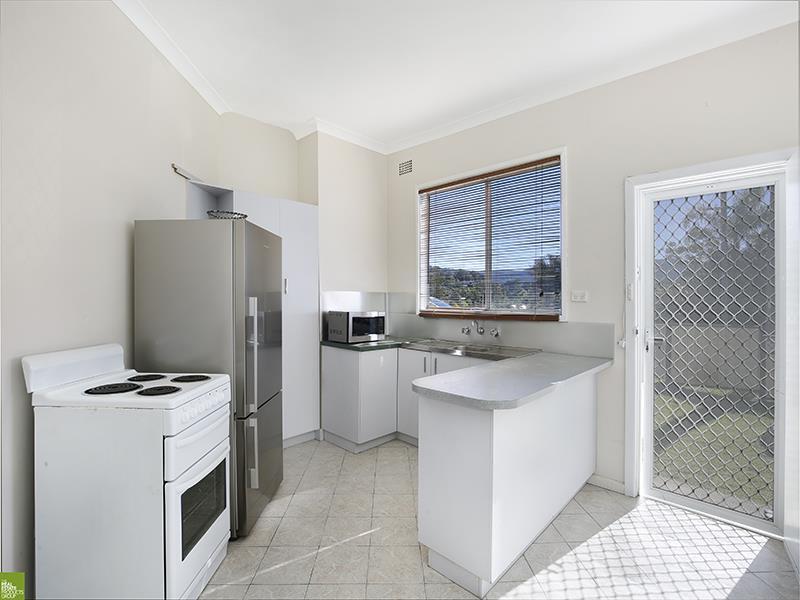 15 Staff  Rd, Unanderra, NSW 2526