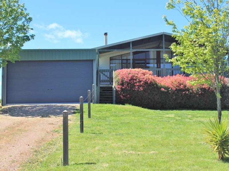17 Trout Stream Way, Macs Cove, Vic 3723