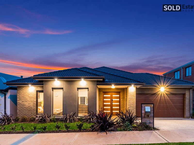 8  Barrier Parade, Clyde North, Vic 3978