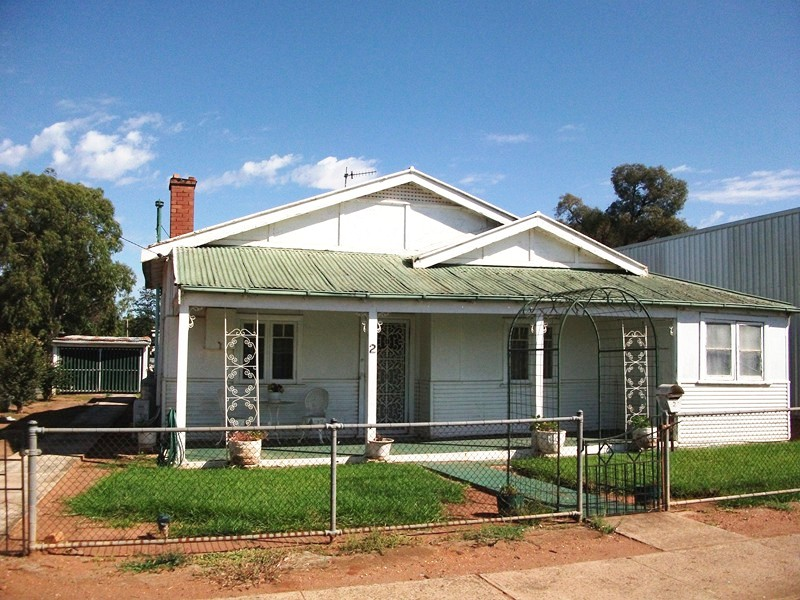 2 Harding Avenue, Condobolin, NSW 2877