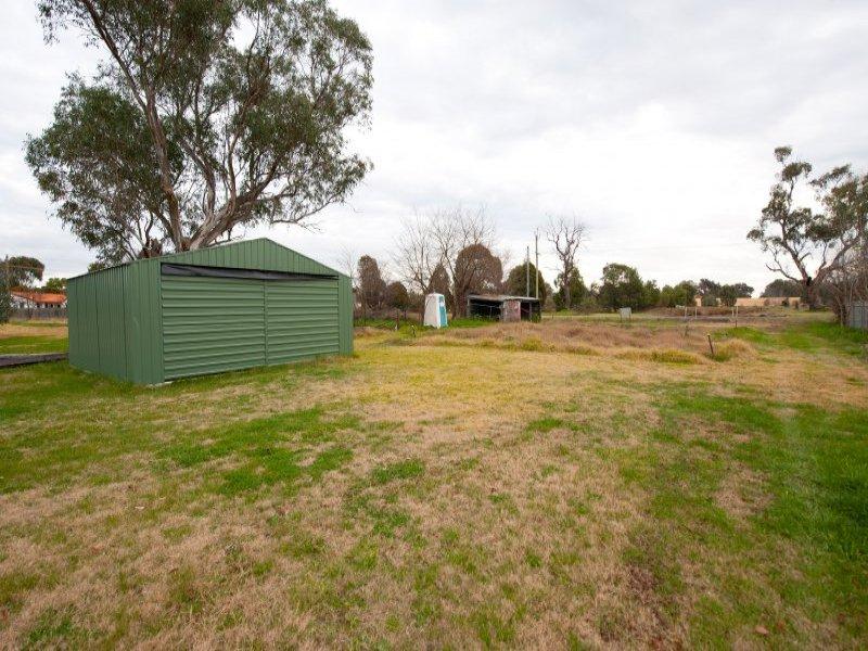 24 Railway Pde, Holbrook, NSW 2644