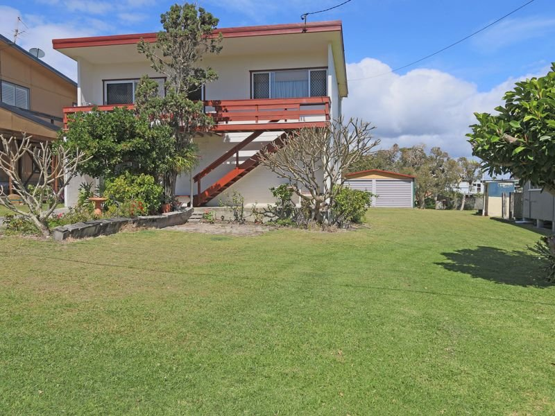 16 Poinsettia Crescent, Brooms Head, NSW 2463