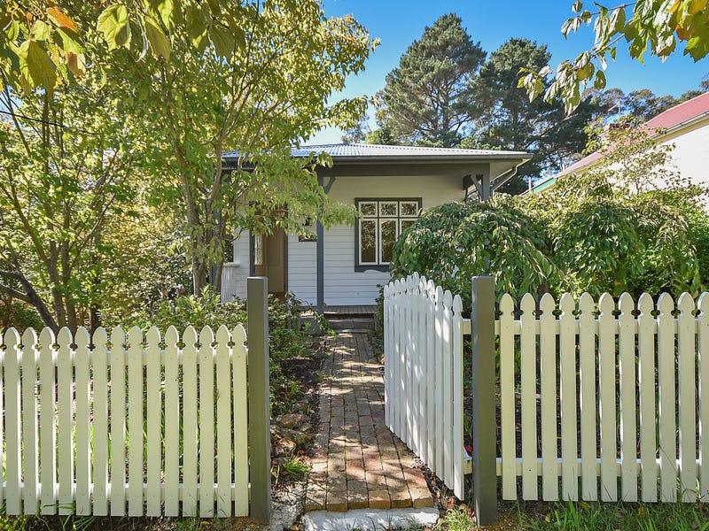 15 Lookout St, Blackheath, NSW 2785