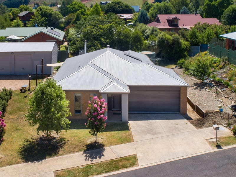 8 Mulligan Court, Bright, Vic 3741