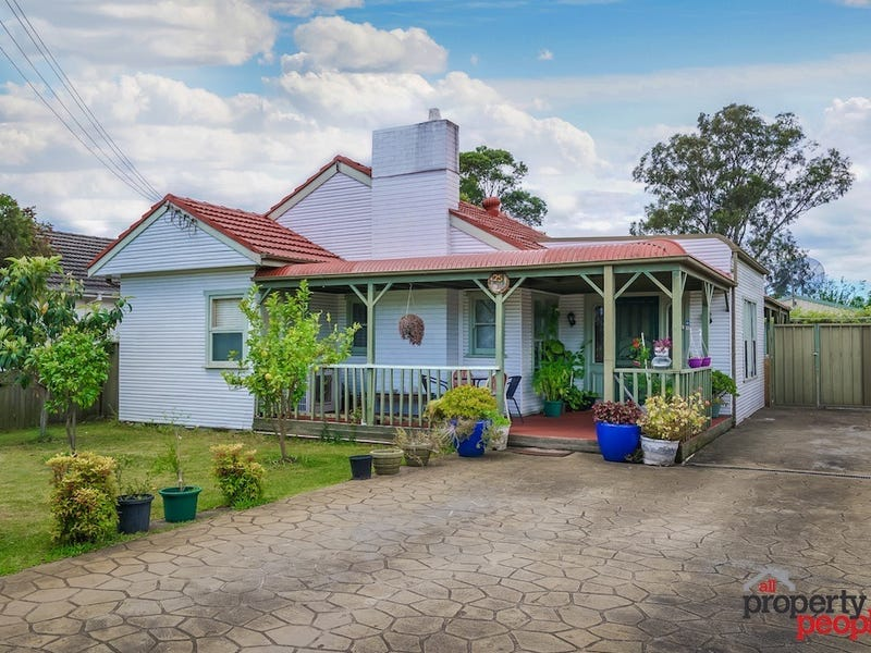 25 Parkland Avenue, Macquarie Fields, NSW 2564