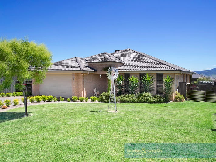 7 Shiraz Rd, Tamworth, NSW 2340