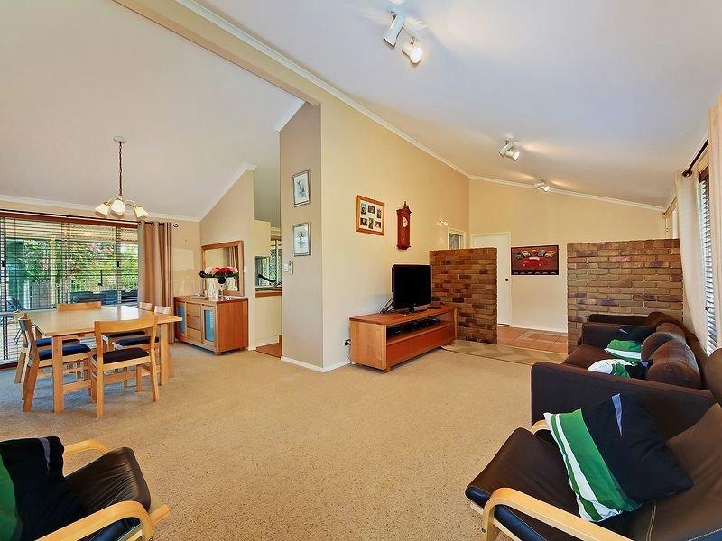 4 Shona Crt, Mount Warren Park, Qld 4207