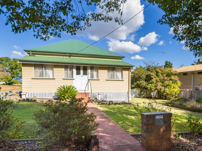 10 Moloney Street, North Toowoomba, Qld 4350