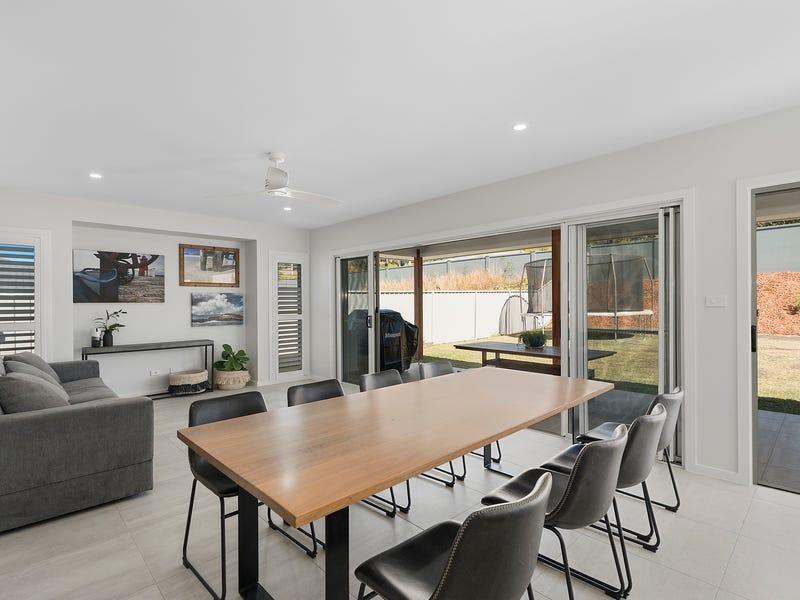 10 Flat Top Drive, Woolgoolga, NSW 2456