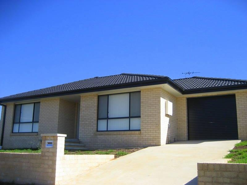 2/1-3 Giugni Place, Young, NSW 2594