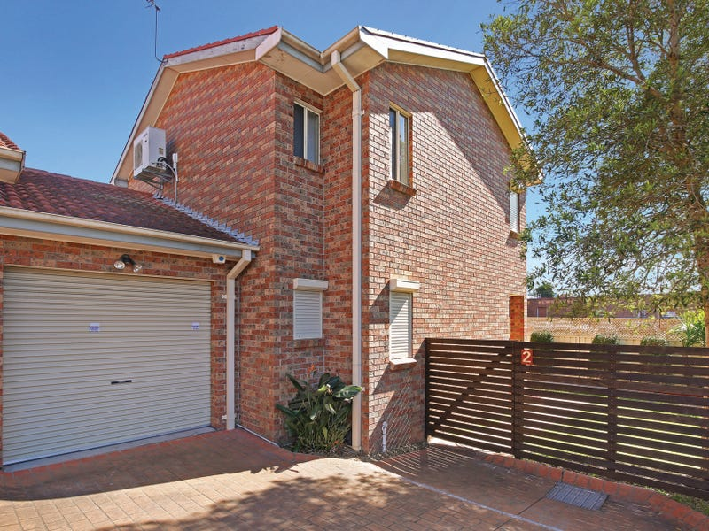 2/4 Benney Avenue, Figtree, NSW 2525