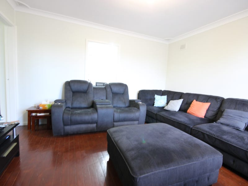 43 Hillview Pde, Lurnea, NSW 2170