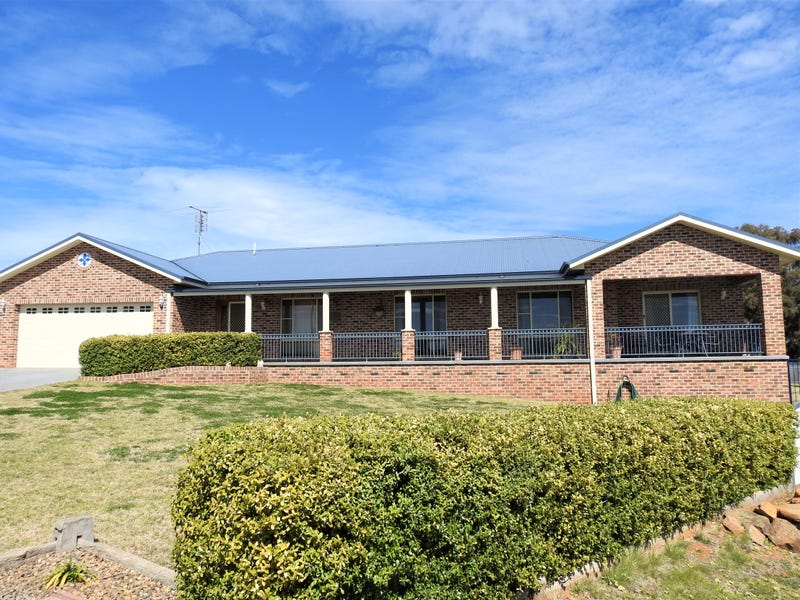25 Settlers Place, Young, NSW 2594