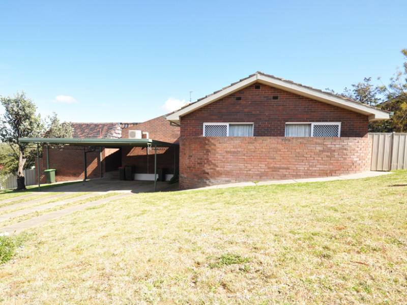 1 and 2/56 Telopea Place, Junee, NSW 2663