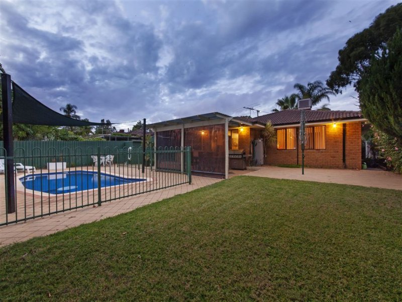11 Tinaroo Court, South Lake, WA 6164