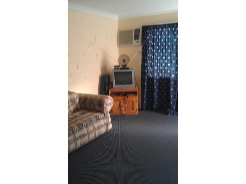 8/32 Hackett Terrace, Toll, Qld 4820