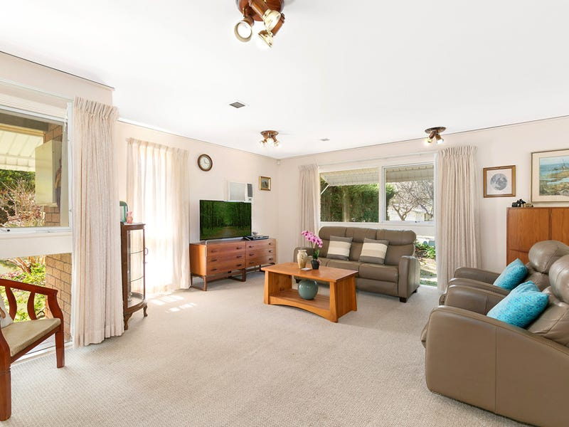 2 Ainslie Cl, St Ives Chase, NSW 2075