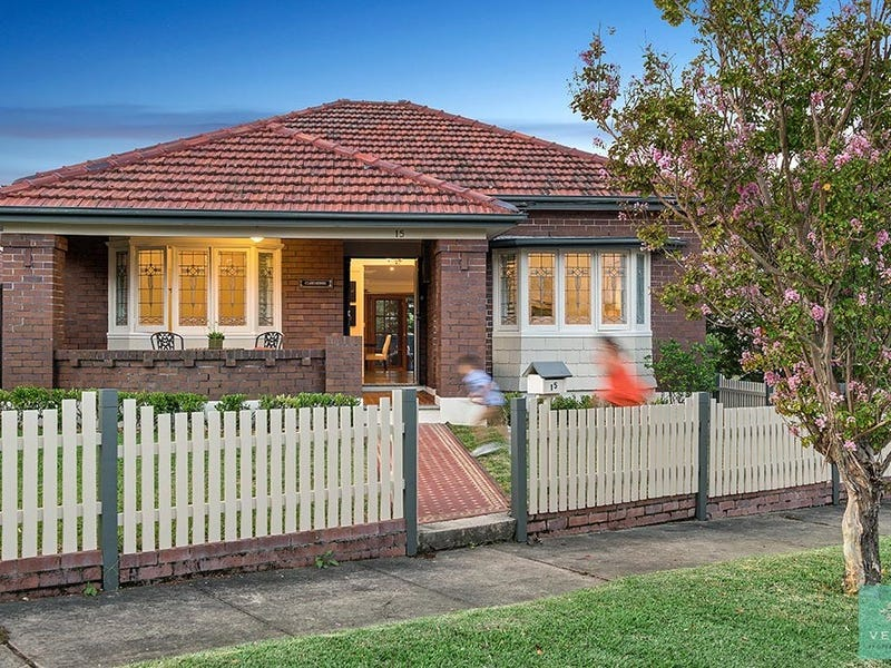 15 Clare Crescent, Russell Lea, NSW 2046