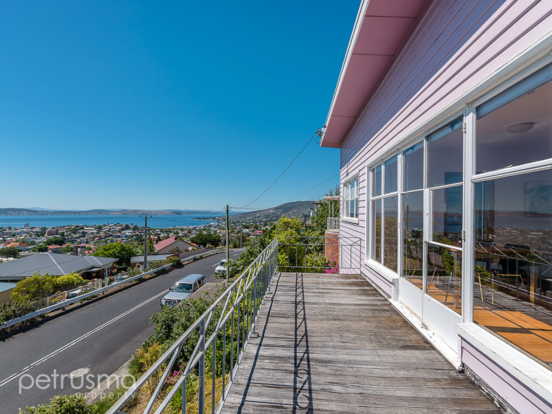 26 Knocklofty Terrace, West Hobart, Tas 7000