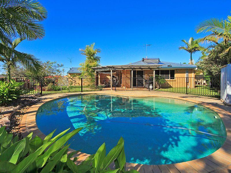 4 Eastwell Crt, Mount Warren Park, Qld 4207