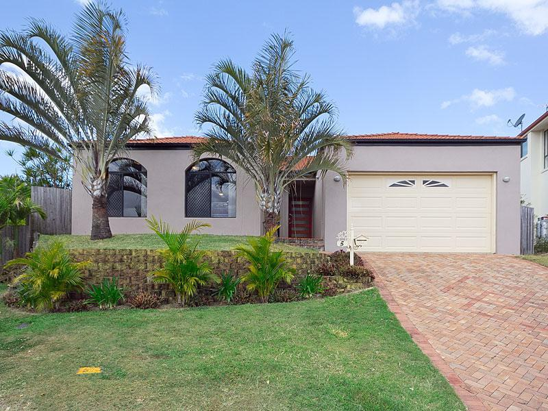 5 Winchcombe Court, Carindale, Qld 4152