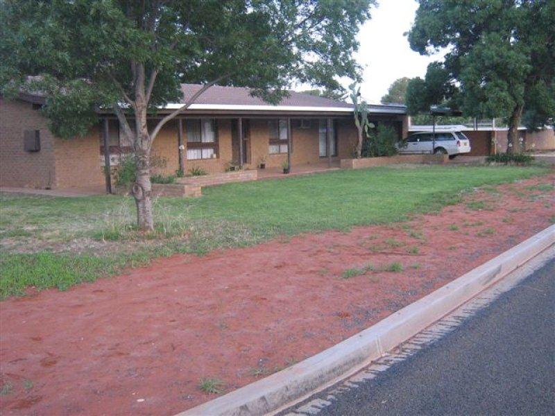 27 Moira Street, Goolgowi, NSW 2652