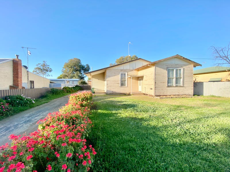 411 SLOANE STREET, Deniliquin, NSW 2710