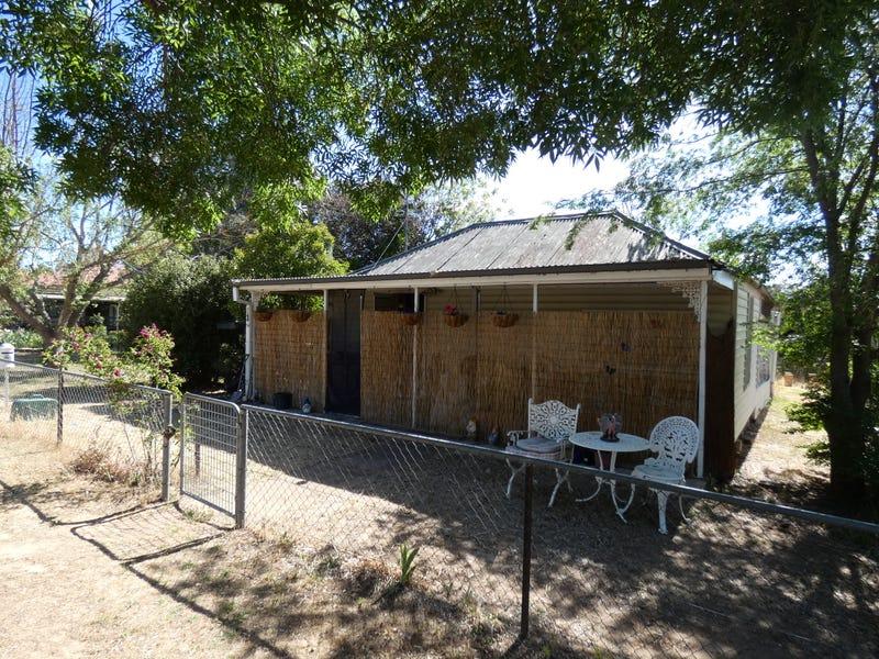 83 Farm Street, Boorowa, NSW 2586