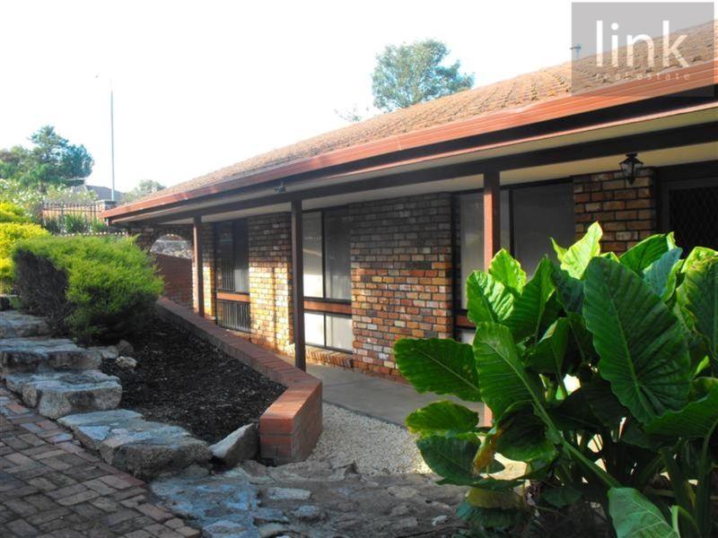 902 Clinton Avenue, West Albury, NSW 2640