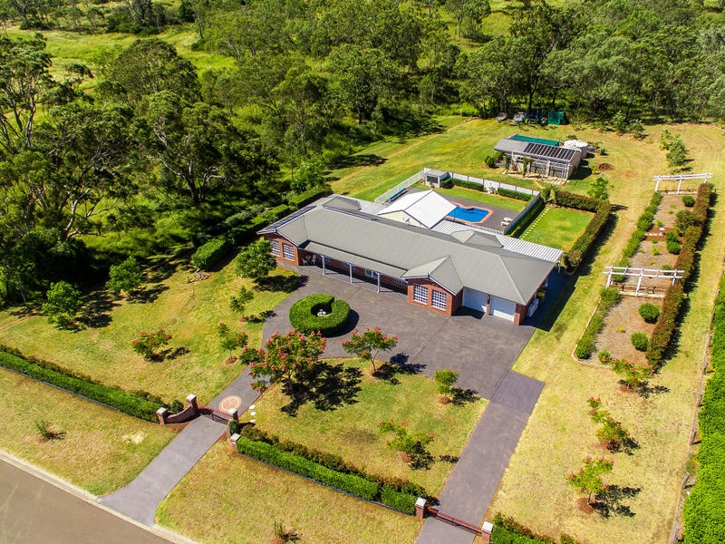 25 Roderick Drive, Cotswold Hills