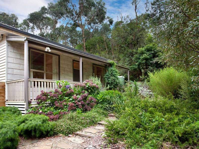 6 Tonkins Rd, Red Hill South, Vic 3937