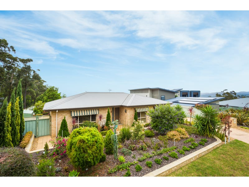 9a The Crest, Merimbula, NSW 2548