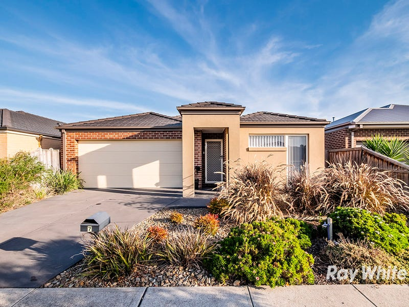 7 Blackledge Drive, Cranbourne East, Vic 3977