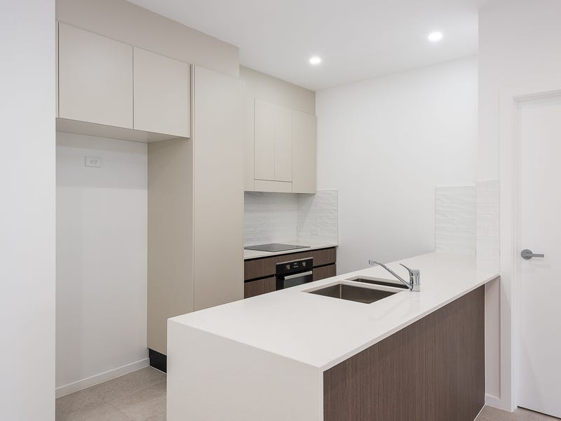 76 William Tce, Oxley, Qld 4075