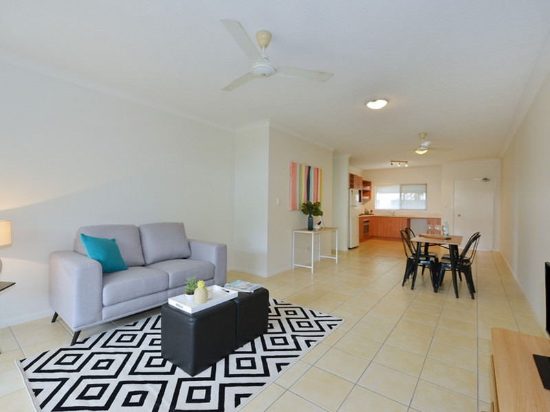 Unit 1/6 Short Street, Redlynch, Qld 4870