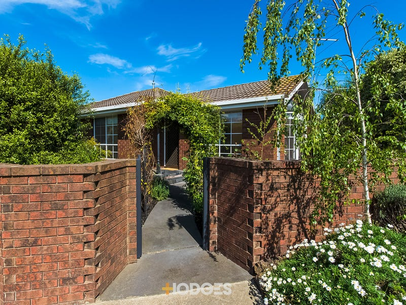 1/108 Minerva Road, Manifold Heights, Vic 3218