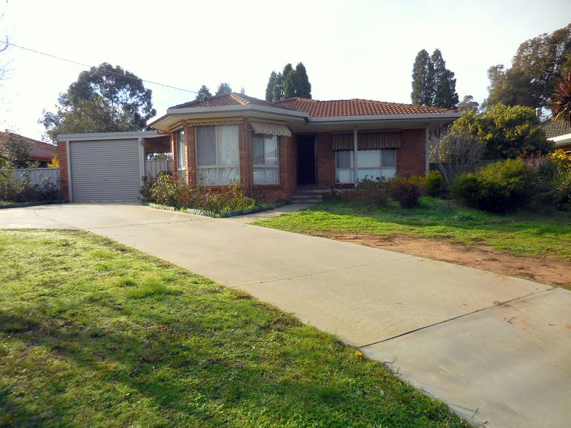 14 Powells Avenue, Strathdale, Vic 3550