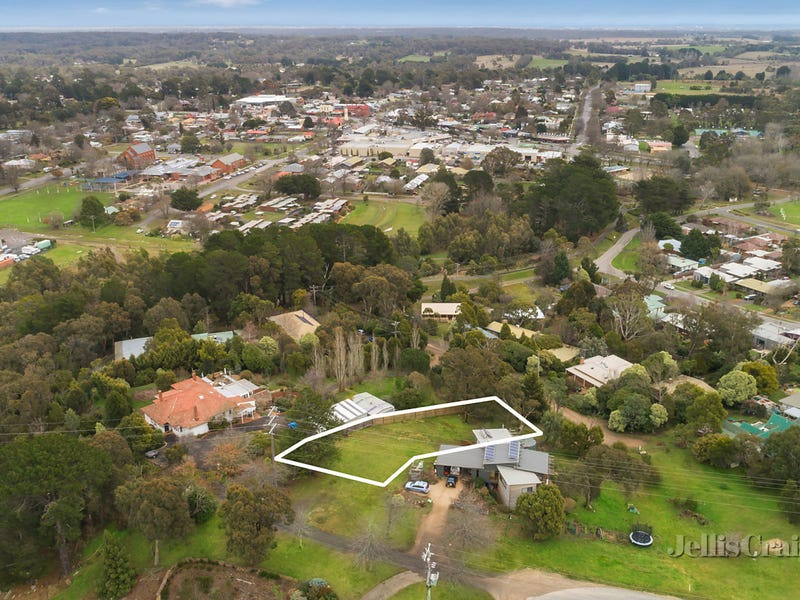 45 East Street, Woodend, Vic 3442