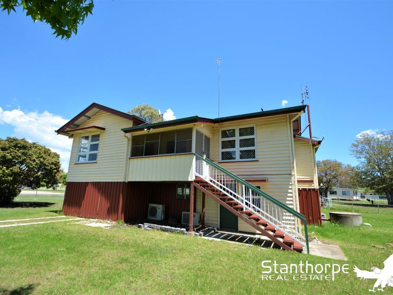 36 Tenterfield Street, Wallangarra, Qld 4383