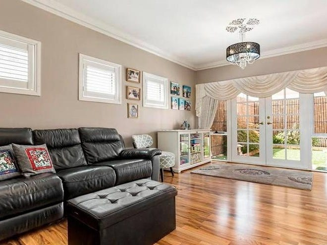 25 Fairbairn Drive, Kensington, Vic 3031