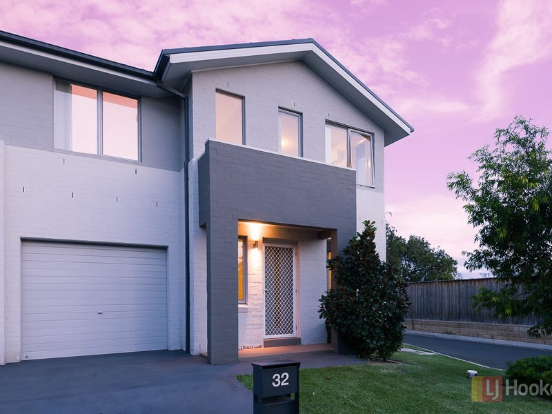 32 Sovereign Circuit, Glenfield, NSW 2167